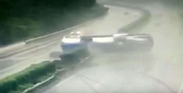 Otoyolda korkunç kaza: 2 ölü !