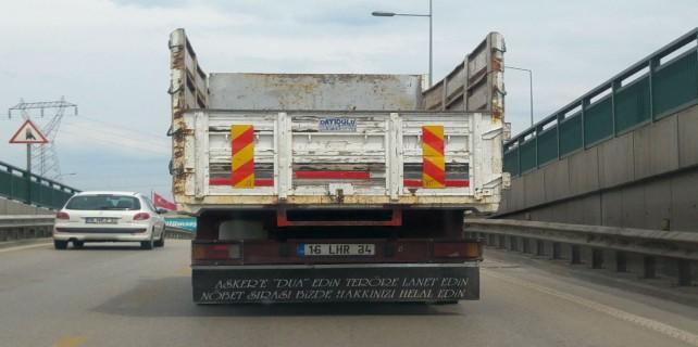 Böyle kamyon yazısına can feda...