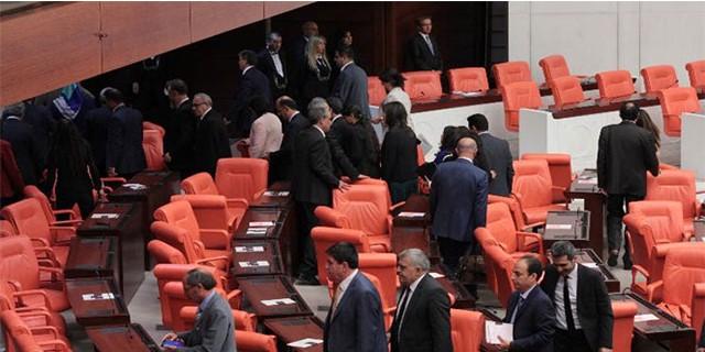 Meclis Genel Kurulunu terk ettiler