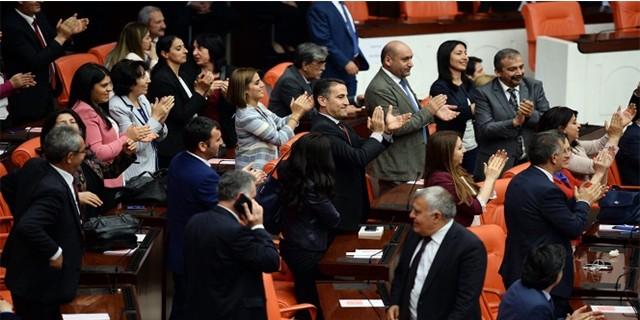 HDP'li vekillerden protesto