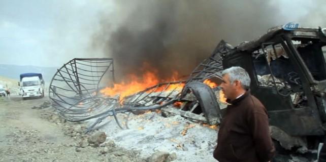 Teröristler'in yaktıkları araçlar küle döndü