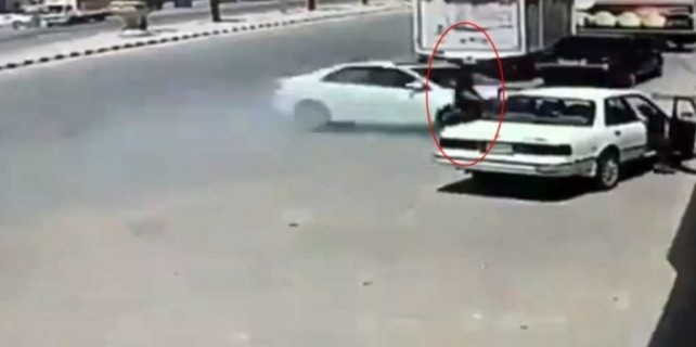 Kontrolden çıkan araç adamı böyle biçti