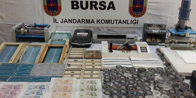 Bursa'da para basarken yakalandılar...