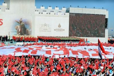 İSTANBUL'DA FETİH COŞKUSU CUMHURBAŞKANI ERDOĞAN VE BAŞBAKAN YILDIRIM YENİKAPI'DA