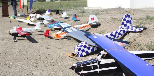 Model uçaklar Bursa'da yarıştı