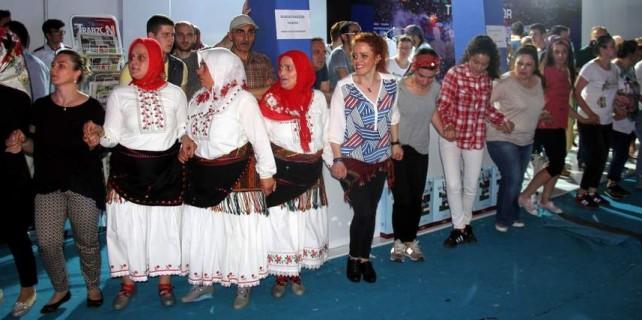 Teyzeler Bursa'da horon tepti...