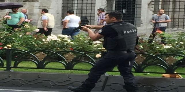 İstanbul'da polis aracına saldırı, yaralılar var...