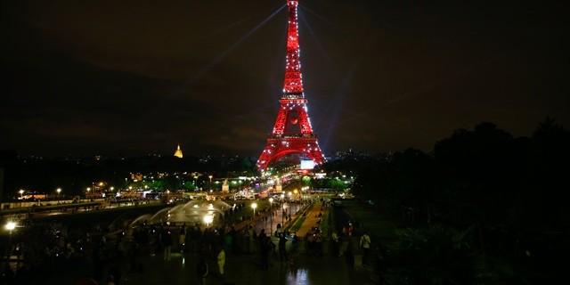 Eyfel Kulesi kırmızı - beyaz