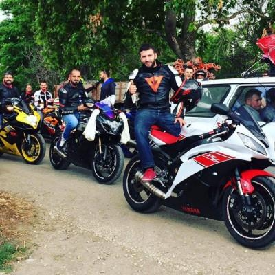 """OTOBANDA SÜRAT MOTORUYLA FECİ SON...(ÖZEL HABER) BOKS ANTRENÖRÜ SÜRAT MOTOSİKLETİYLE OTOBANDA BARİYERLERE ÇARPIP ÖLDÜ MOTOSİKLETİYLE BİRLİKTE OTOBANDA ÇEKTİRDİĞİ FOTOĞRAFI PAYLAŞTIKTAN 4 SAAT SONRA KAZA GEÇİRİP ÖLDÜ KAZA OLMADAN ÖNCE FOTOĞRAFIN ALTINA """"KENDİNE DİKKAT ET, ALLAH'A EMANET OL"""" ŞEKLİNDE YAPILAN YORUMLAR DİKKAT ÇEKTİ"""