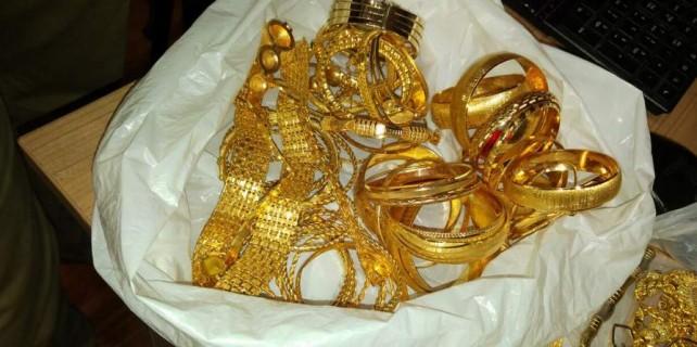 Bursa'da büyük tuzak...Altın dolu poşeti sokağa bıraktı ...