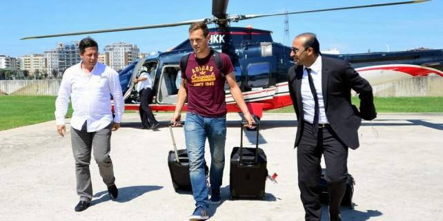 Helikopterle gelmişti...
