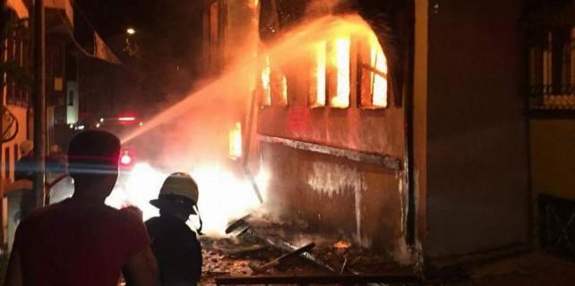 Bursa'da alevli gece...Yüzlerce kişi film gibi izledi...