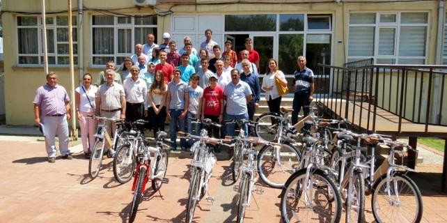 Öğrenciler bisikletlerini aldı