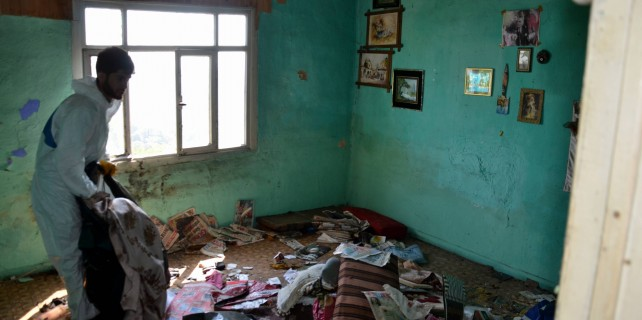 Ölen babalarından miras çöp ev kaldı