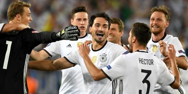 Nefes kesen maçta Almanlar güldü!