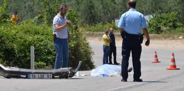 Bursa'da feci kaza...Trafik canavarı kaçtı ama plakası düştü