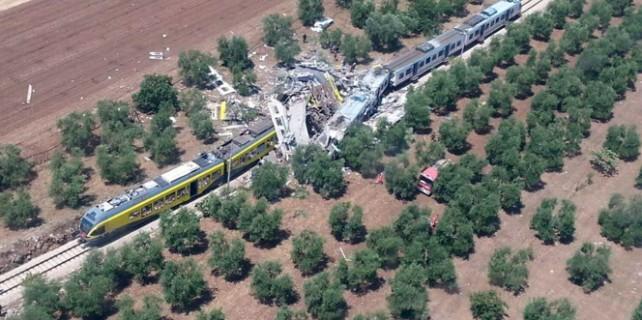 Trenler kafa kafaya çarpıştı: 20 ölü