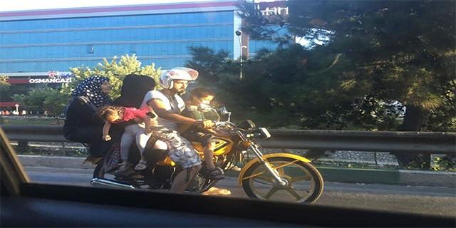 Trafikte pes dedirten görüntü...