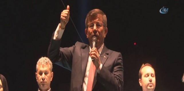 Davutoğlu Taksim'deki demokrasi nöbetine katıldı