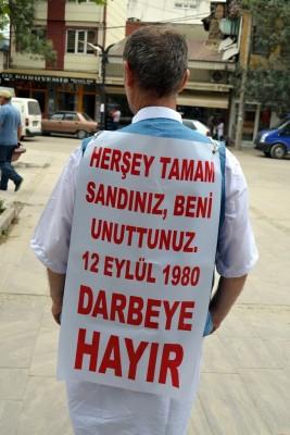 DARBEYİ PROTESTO İÇİN MECLİSE YÜRÜYOR