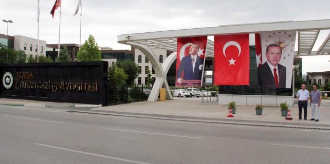 Orhangazi Üniversitesi'ne Erdoğan posteri asıldı