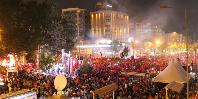 Artık yeni adı 15 Temmuz Demokrasi Meydanı...