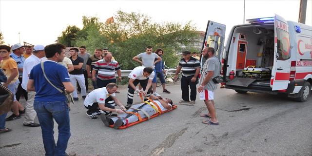 Alkollü sürücü bariyerlere çarptı: 3 yaralı