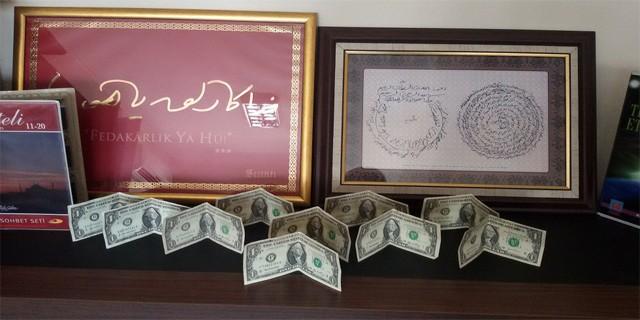 FETÖ'nün imamı ile iş adamlarından da 1 dolar çıktı