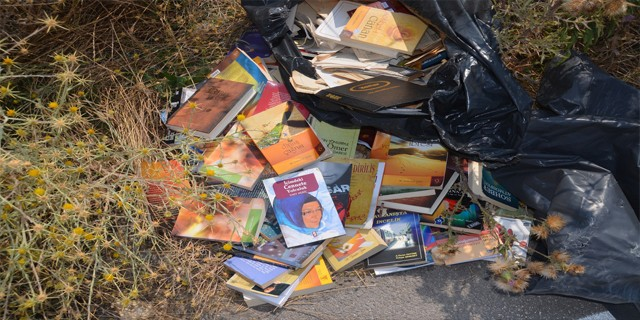 FETÖ'nün kitapları çöpe atılmaya devam ediyor