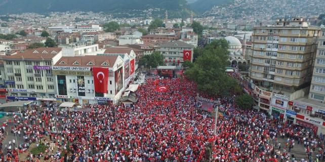 Bursa'dan demokrasi şehitlerine vefa
