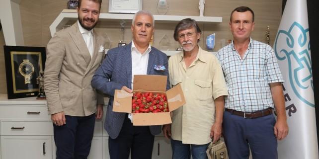 Organik ürün hasadı sevincini Bozbey'le paylaştılar