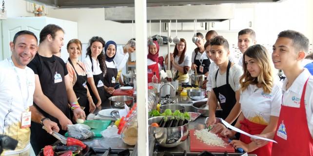 'Türkçe' öğrenmeye geldiler, Bursa'da mutfağa girdiler