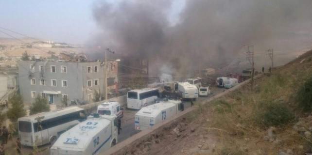 Cizre'de kamyonla hain saldırı...11 şehit var