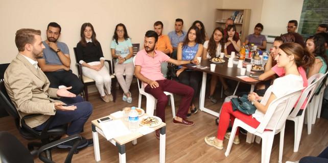 Nilüfer'de gençler yerel yöneticilerle buluşuyor