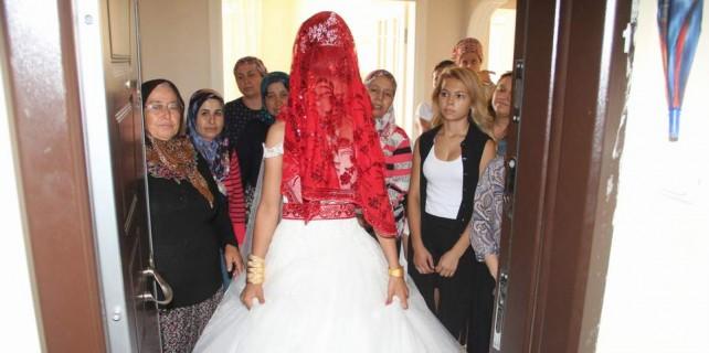 Bursa'da düğünde gelinin davul krizi