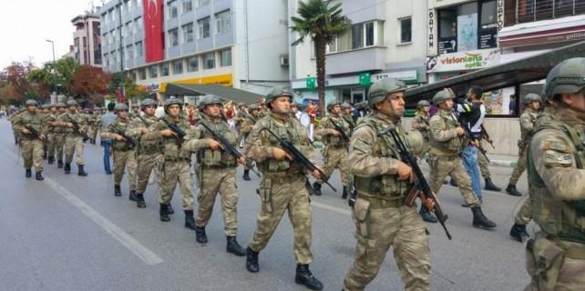 Bursa'da asker gövde gösterisi yaptı