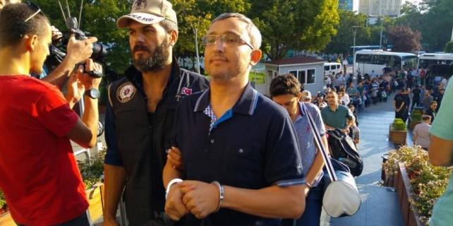 Bursa'da 49 FETÖ'cü polis tutuklandı