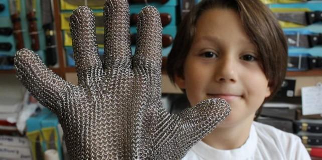 Bu eldiven kurban kazalarını önleyecek