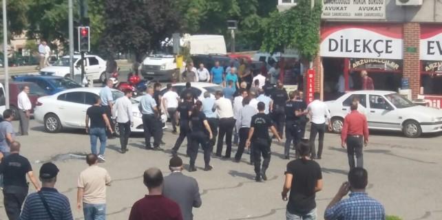 Bursa Adliyesi önünde polis böyle havaya ateş açtı
