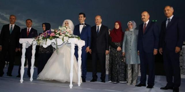 Eski ve yeni bakanları buluşturan düğün