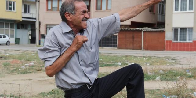 İşte boğaya karate yapan adam