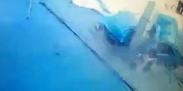 Otomobil böyle hurdaya döndü
