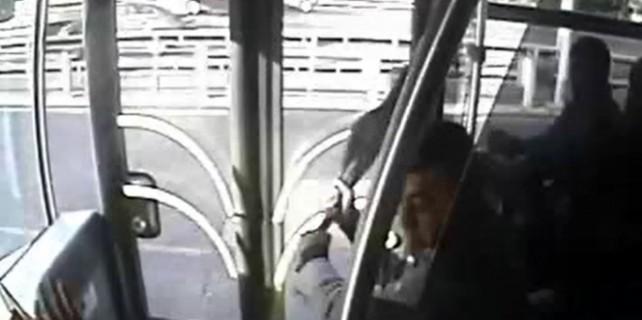 Metrobüste dehşet anları saniye saniye kamerada