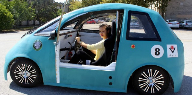 Üniversiteli harika çocuklar elektrikli otomobil üretti