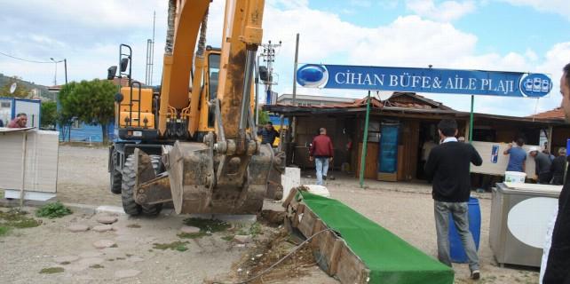 Mudanya sahilindeki kafe ve beachler yıkıldı