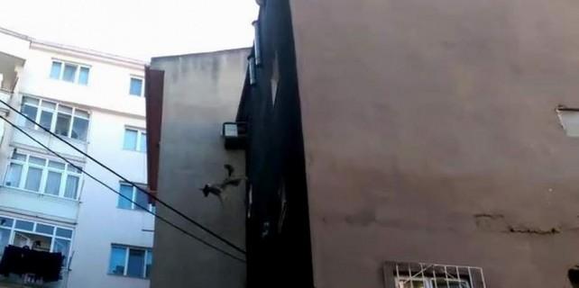 Bursa'da korku dolu anlar...5.kattan böyle atladı