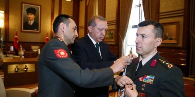 Erdoğan yaverini çakıyla imtihan etmiş...
