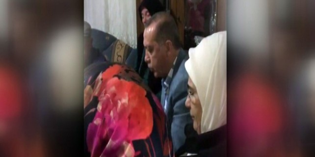Erdoğan şehidin evinde Kur'an okudu!