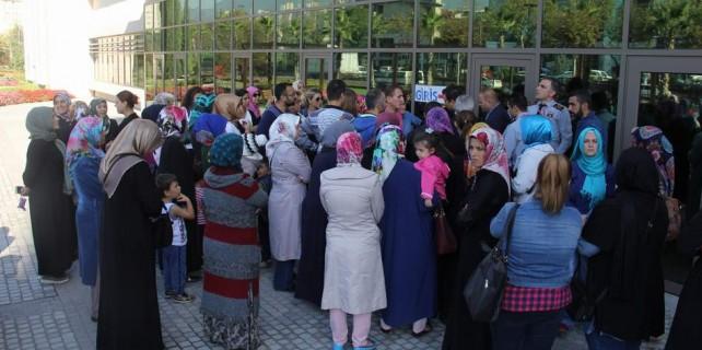 Bursa'da öğrenciler sokakta kaldı...
