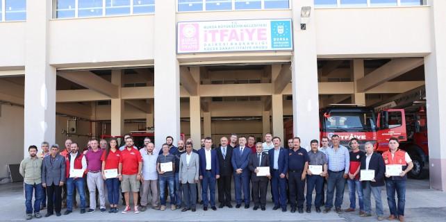 Bursa'da gönüllü itfaiyeciler sertifikalarına kavuştu